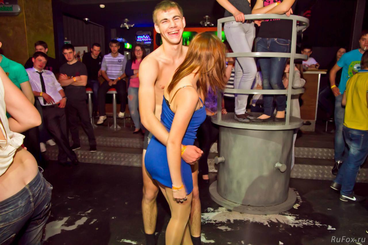 Русские студенты выебали первокурсницу на вечеринке