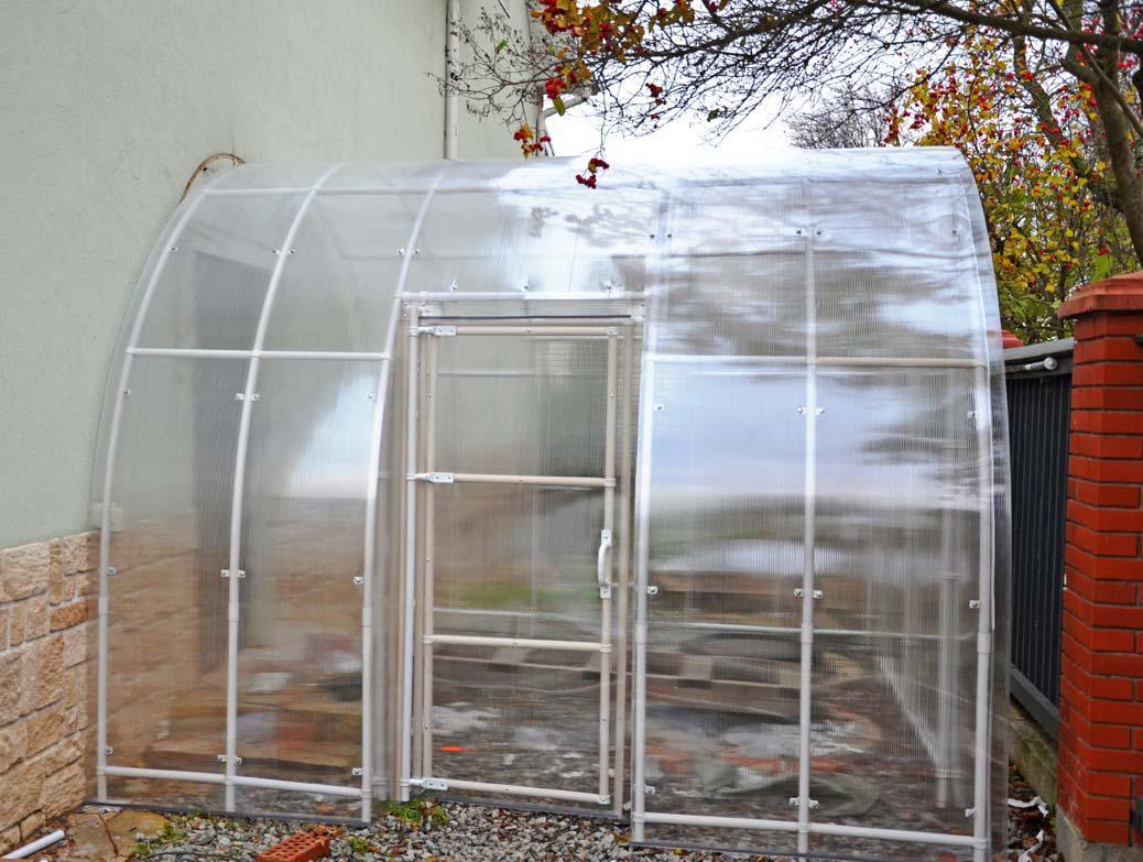 Дверь из поликарбоната для теплицы
