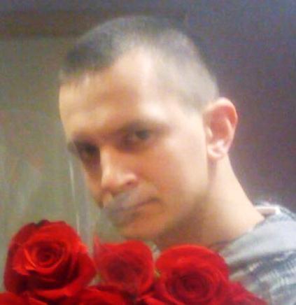 seksualnaya-devushka-v-chulkah-i-popoy