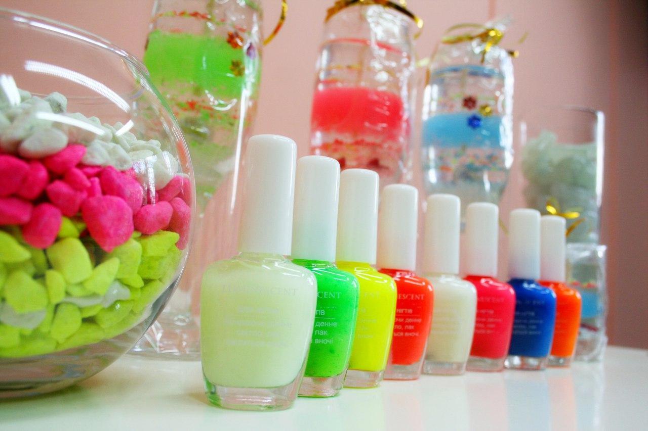 Светящееся лак для ногтей