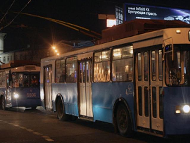 Это касается основных маршрутов автобусов и троллейбусов.  Общество.