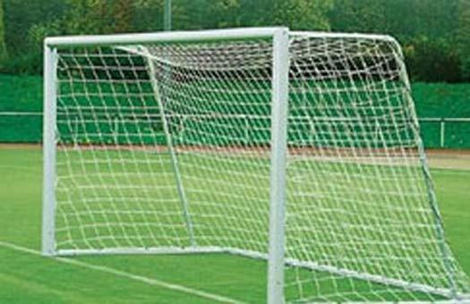 На Алтае футбольные ворота упали на ребенка, его жизнь спасти не удалось :: Новости - RuFox