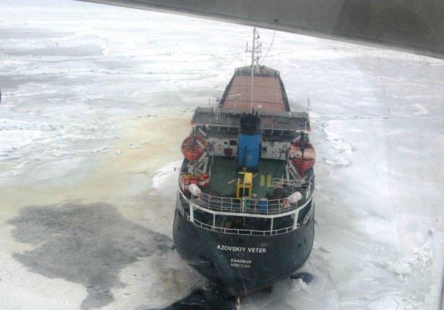 В порт темрюк для спасения судов из ледяного плена прибыли д.