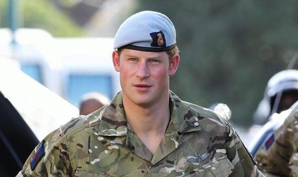 ДНИ.РУ / Принц Гарpи спас плачущего гея. Принц Гарри спас солдата-гея Джей