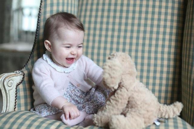 Прелестная  принцесса. Размещены  фото дочери Кейт Миддлтон ипринца Уильяма