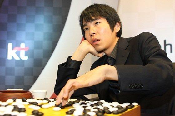 Южнокорейский чемпион поигре го впервый раз  одержал победу  матч упрограммы AlphaGo
