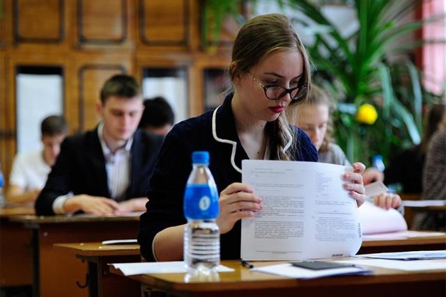 ЕГЭ порусскому языку сдают около 700 тыс. выпускников