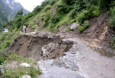Вчеченском селе Гуш-Керте оползень сломал 10 домов