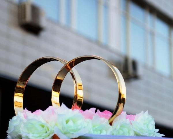 В столицеРФ засутки задержали сразу два свадебных кортежа застрельбу