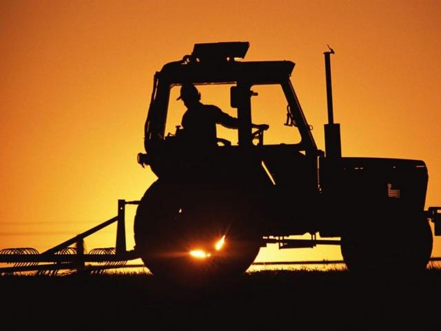 НаКубани мужчина угнал трактор ипопал нанем вДТП