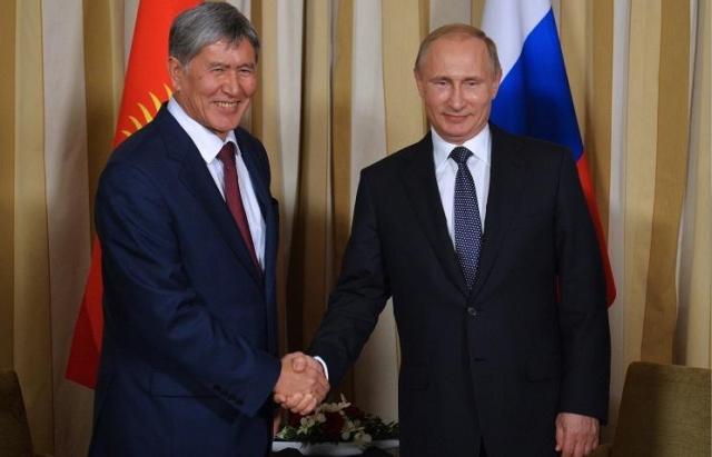 Назарбаев поздравил Атамбаева сднем рождения