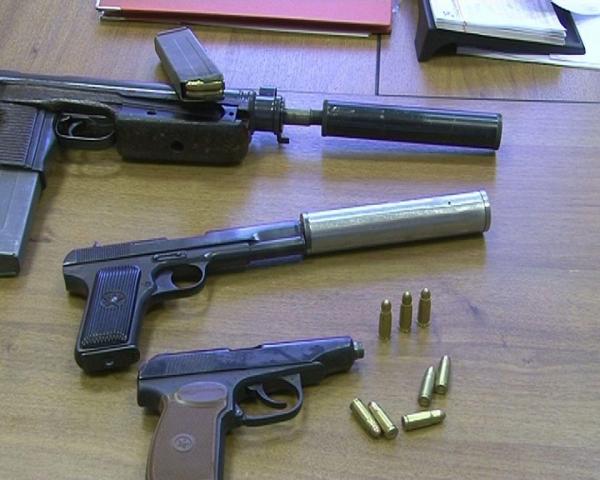 Двух жителей Брянской области задержали уграницы при покупке оружия