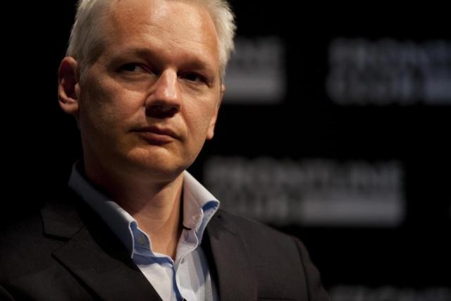 Ассанж опроверг слухи опланах «похоронить» Клинтон
