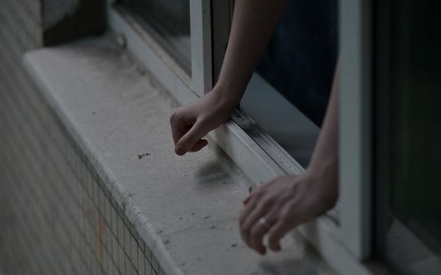 ВСтаврополе проводится проверка пофакту падения свысоты мужчины