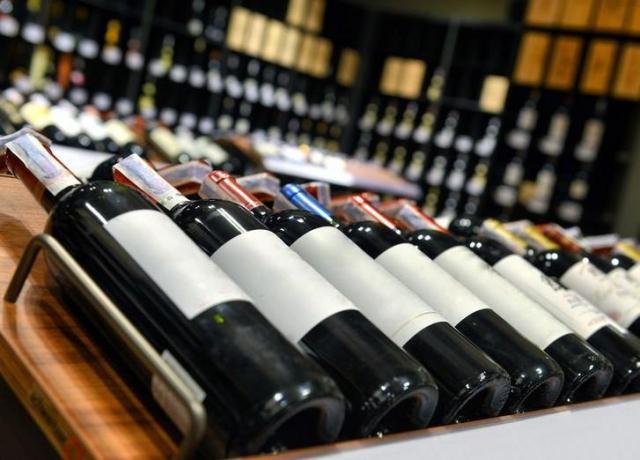 Минсельхоз лоббирует минимальную цену на«тихое» вино: 250 руб. забутылку