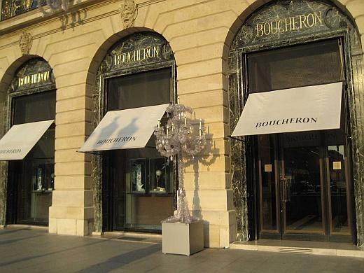Встолице франции ювелирный бутик ограбили наполмиллиона евро