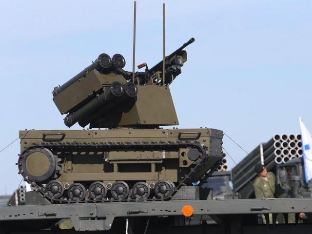 Кракетным войскамРФ приставили робота сгранатометом для защиты