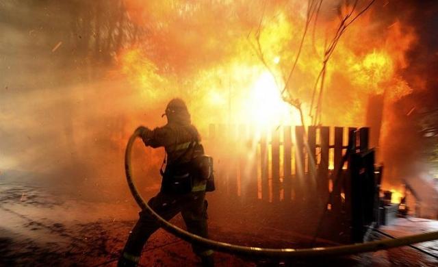 Пожар в личном доме под Новосибирском забрал жизни 4 человек