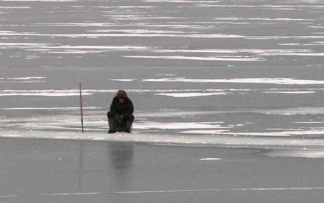 ВПриморье умер рыбак, которого вморе забрало наоторвавшейся льдине