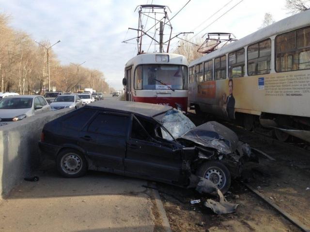 Нетрезвый полицейский протаранил трамвай вУльяновске