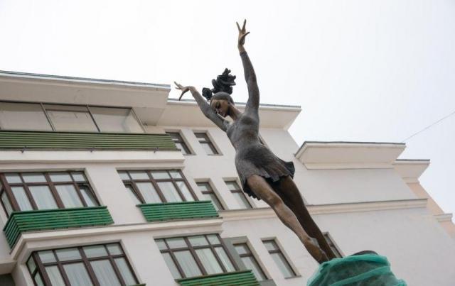 В столицеРФ откроют монумент Плисецкой, созданный челябинским скульптором Митрошиным