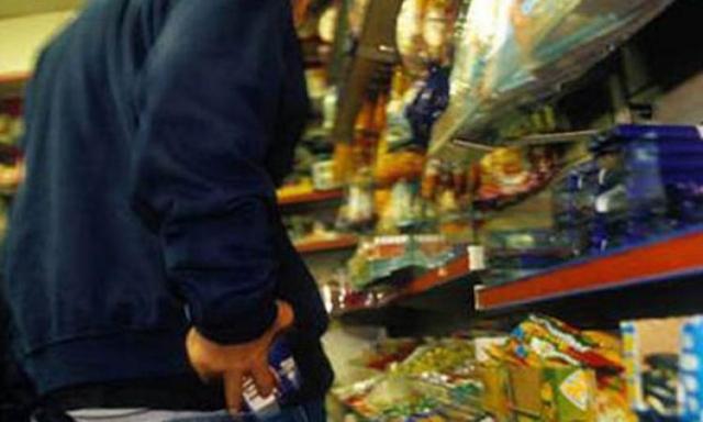 Краснодарец ограбил продуктовый магазин, чтобы накормить сидящую вСИЗО мать