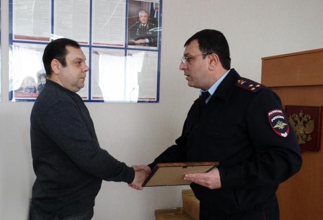 Гражданин Ставрополя награжден зазадержание вора насвоем балконе