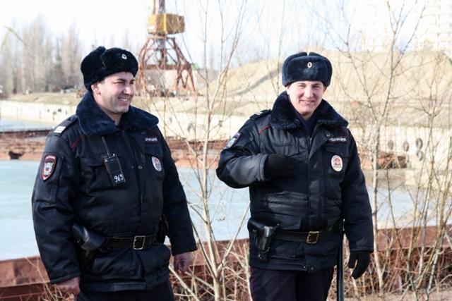 Полицейские изКраснодара спасли тонущего впроруби ребенка