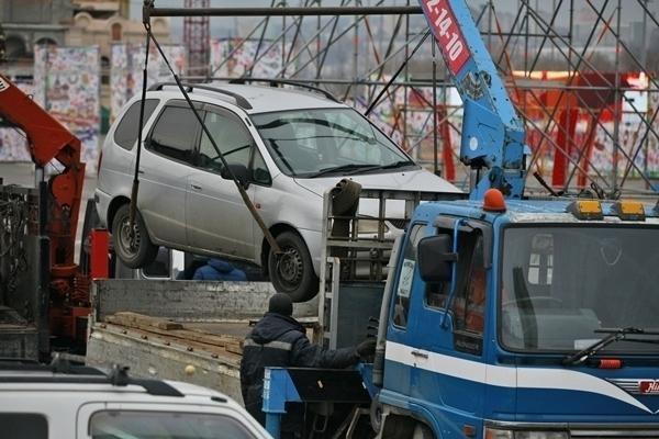 Граждане Кисловодска угнали машину спомощью эвакуатора
