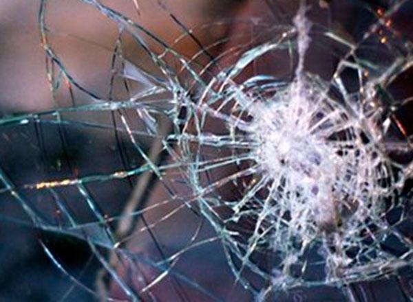 ВСочи нетрезвый шофёр врезался вбетонный столб икирпичный забор