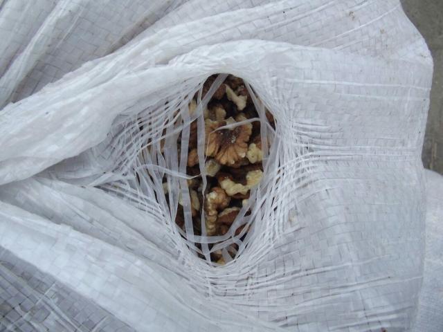 Нареке вДонецке украинец перетаскивал польду 500кг ореха