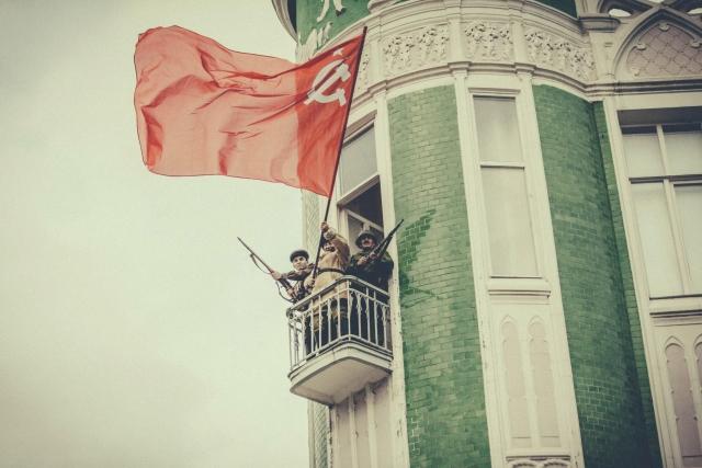 Вцентре Краснодара реконструируют бой заосвобождение города