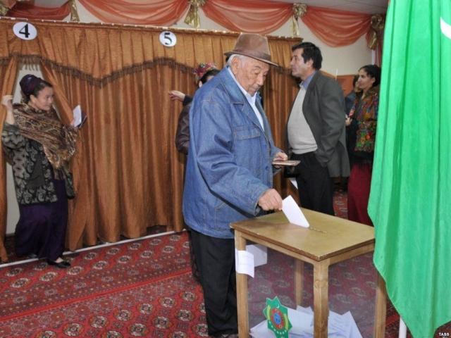 Навыборах руководителя Туркмении победил действующий президент