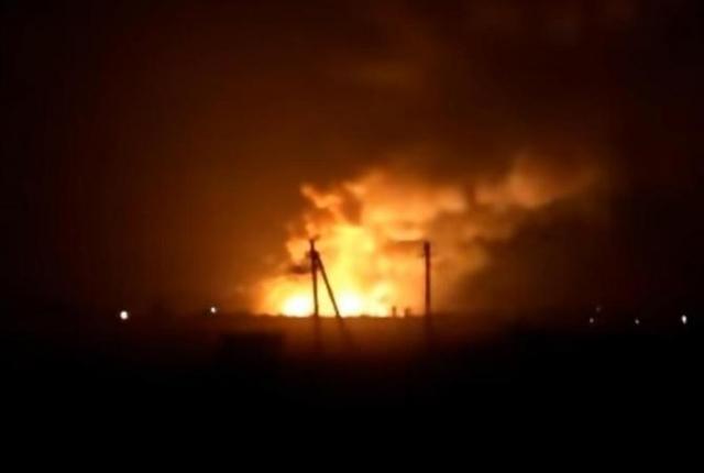 Пожар наскладе боеприпасов вХарьковской области усиливается