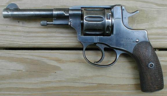 Револьвер, медали имонеты нашла «Почта России» впосылке вПодмосковье
