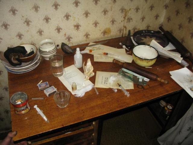ВСтаврополе пенсионер организовал усебя вквартире наркопритон