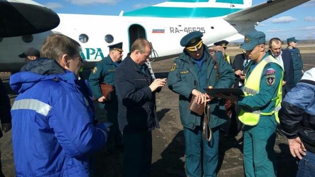 Ан-74 МЧС доставил гуманитарный груз изИркутска вКиренский район