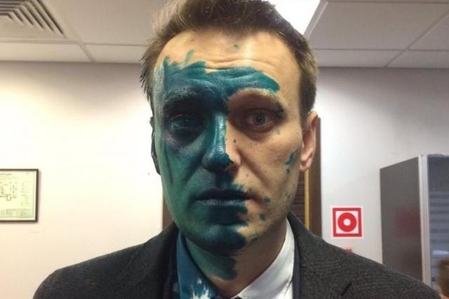 Зеленка, которая угодила вглаз Алексею Навальному, могла содержать другое химическое вещество