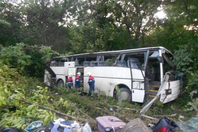 ВДагестане автобус опрокинулся вкювет, 3 человека пострадали