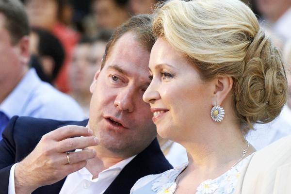 Брынцалов поздравил граждан Подмосковья сДнем семьи, симпатии иверности