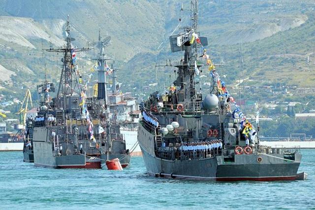 ВНовороссийске вДень ВМФ прошел морской парад