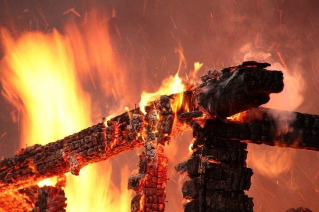 Ужасный  пожар вСвердловской области: три человека погибли