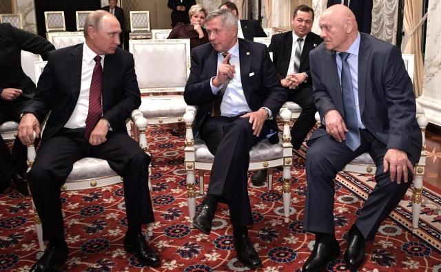 Путин посмотрел фильм останции «Салют-7» ивстретился с астронавтами