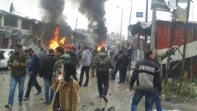 СМИ: Смертники устроили серию взрывов в одном из районов Дамаска