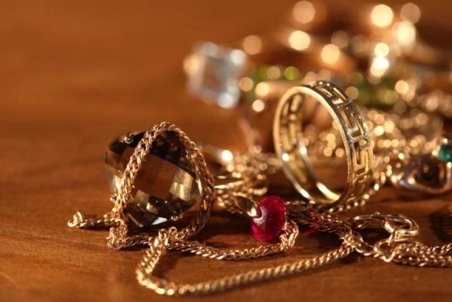 ВСтаврополе квартиранты сдали вломбард золото хозяйки