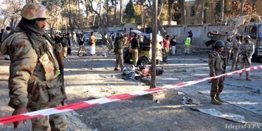 Шесть полицейских погибли при взрыве вПакистане