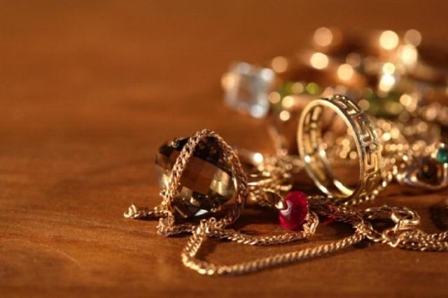 Кражу золотых украшений практически на 800 000 руб. раскрыли вРостове