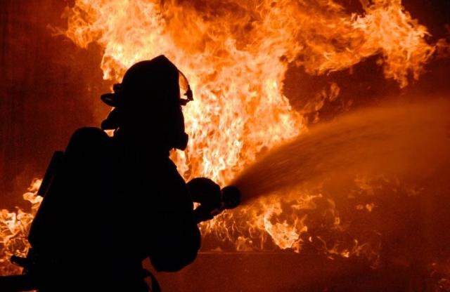 4 человека стали жертвами чудовищного пожара вжилом доме вЯНАО