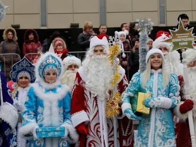 ВНовочебоксарске состоялось обычное Шествие Дедов Морозов иСнегурочек