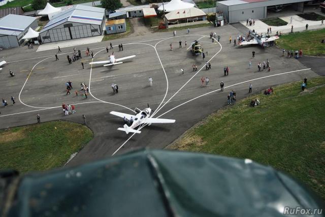 Гости авиашоу могли прокатиться на самолетах